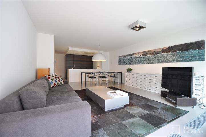 MODERN appartement gelegen in hartje DUINBERGEN, op enkele passen van de zeedijk!