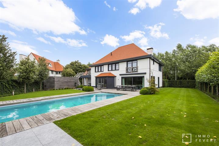 Schitterende VILLA met zwembad en zonnige tuin, in een residentiële buurt te KNOKKE.