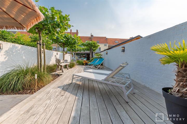Magnifiek gerenoveerde woning in hartje Heist met  4 slaapkamers & tuin!