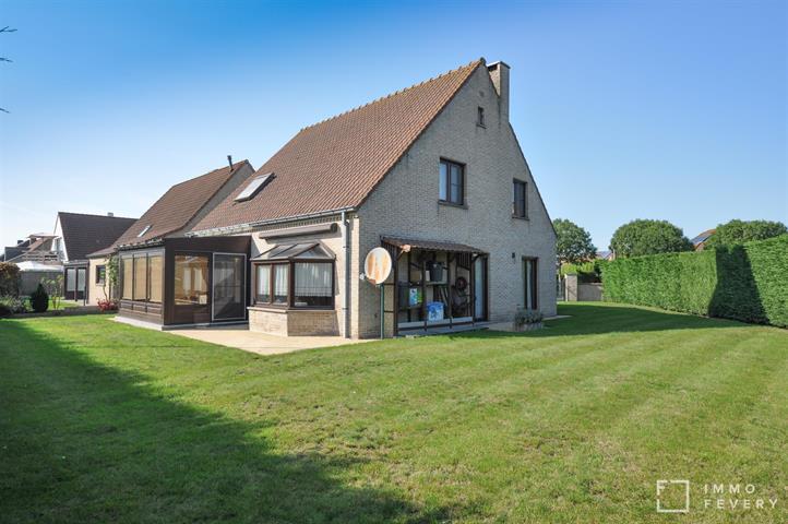 Charmante alleenstaande woning, centraal gelegen tussen Duinenwater en het centrum van Knokke.