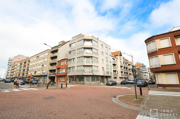 Gerenoveerd appartement, in een brede straat op slechts enkele passen van het strand!