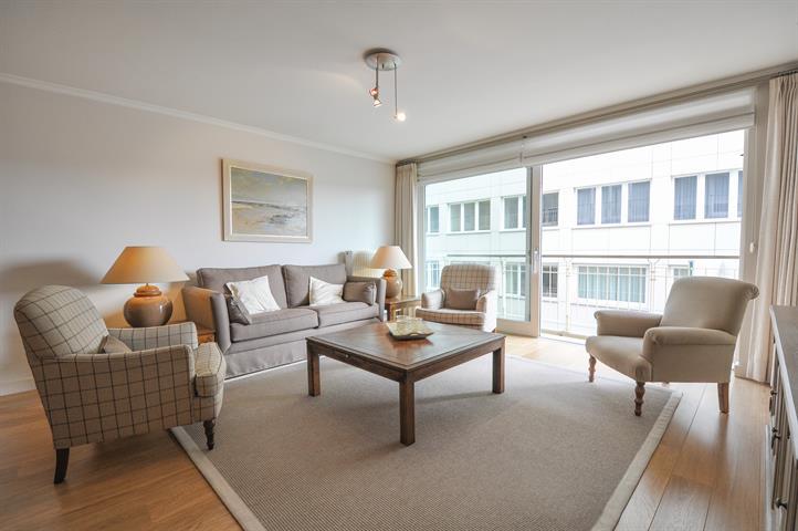 RUIM appartement in RECENT gebouw vlakbij het strand van Duinbergen