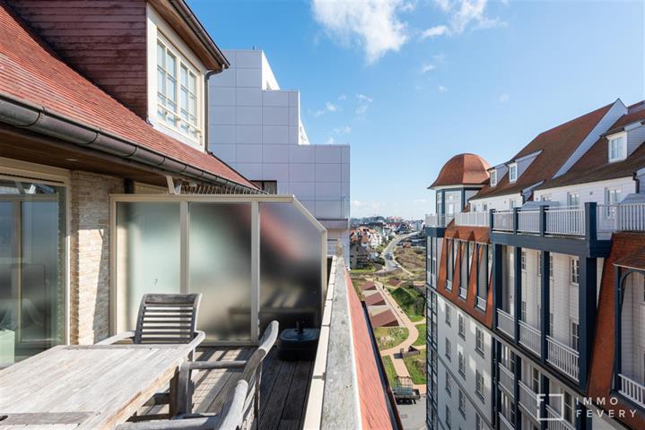 Ruim duplex-appartement gelegen in Duinbergen, op een zuchtje van de zee en het strand.