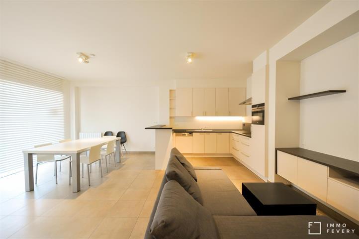 Gerenoveerd duplex appartement op enkele passen van de Zeedijk, Duinbergen!