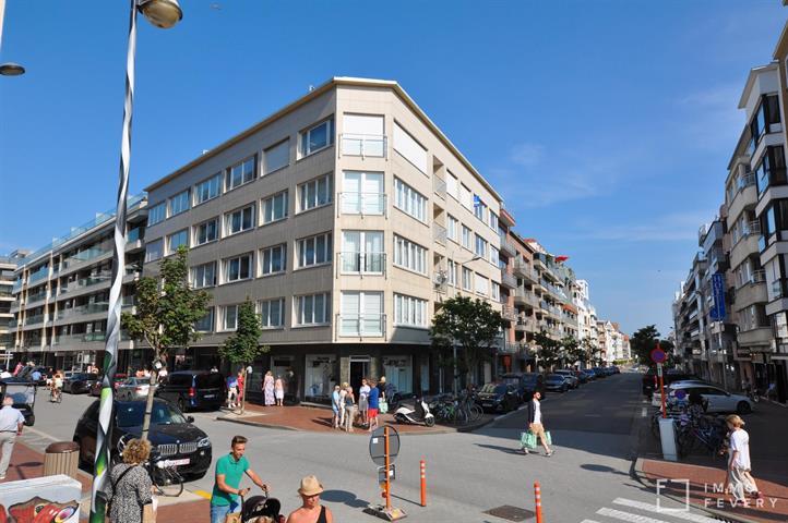 Aangename studio, op enkele stappen van de Kustlaan,  het Van Bunnenplein en de Zeedijk.