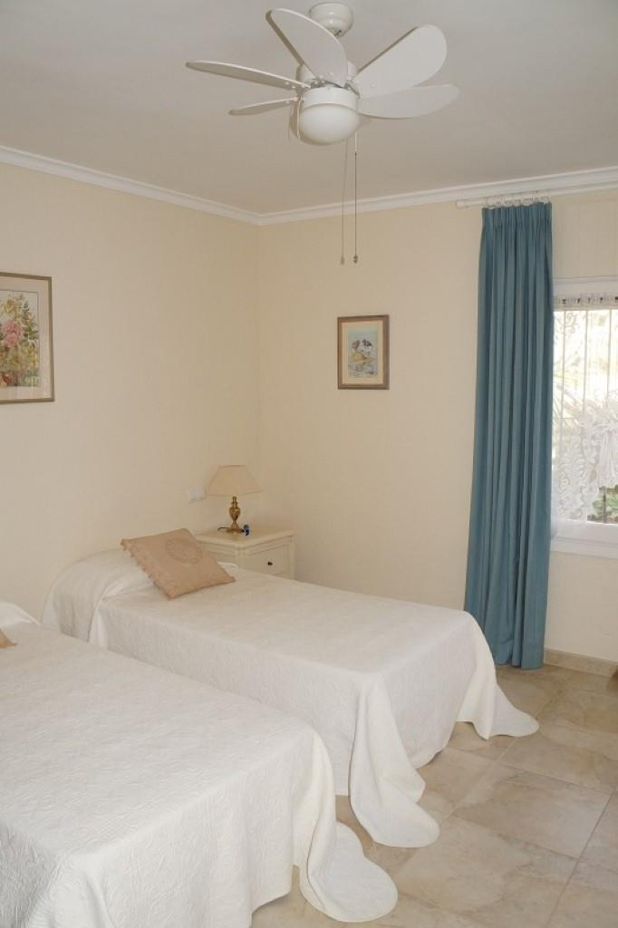 Villa - Moreira - #2176949-12
