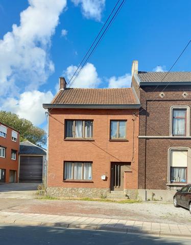 Spacieuse maison 5 chambres + studio bureau au rez + grenier am�nageable et petite cour
