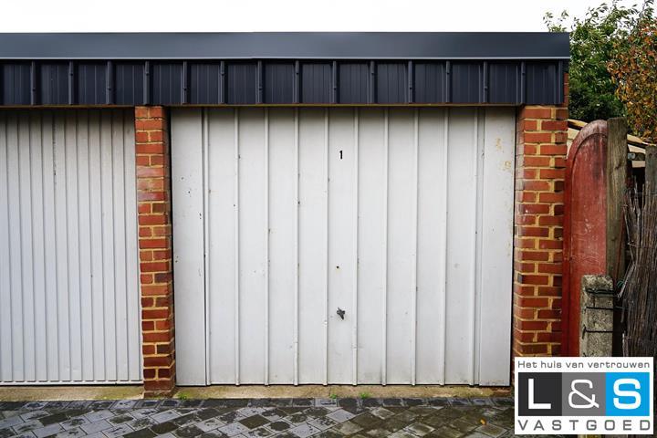 gesloten garagebox te Lennik