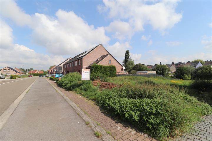 Terrain à bâtir, 3 façades, d'une superficie de 6a67ca.