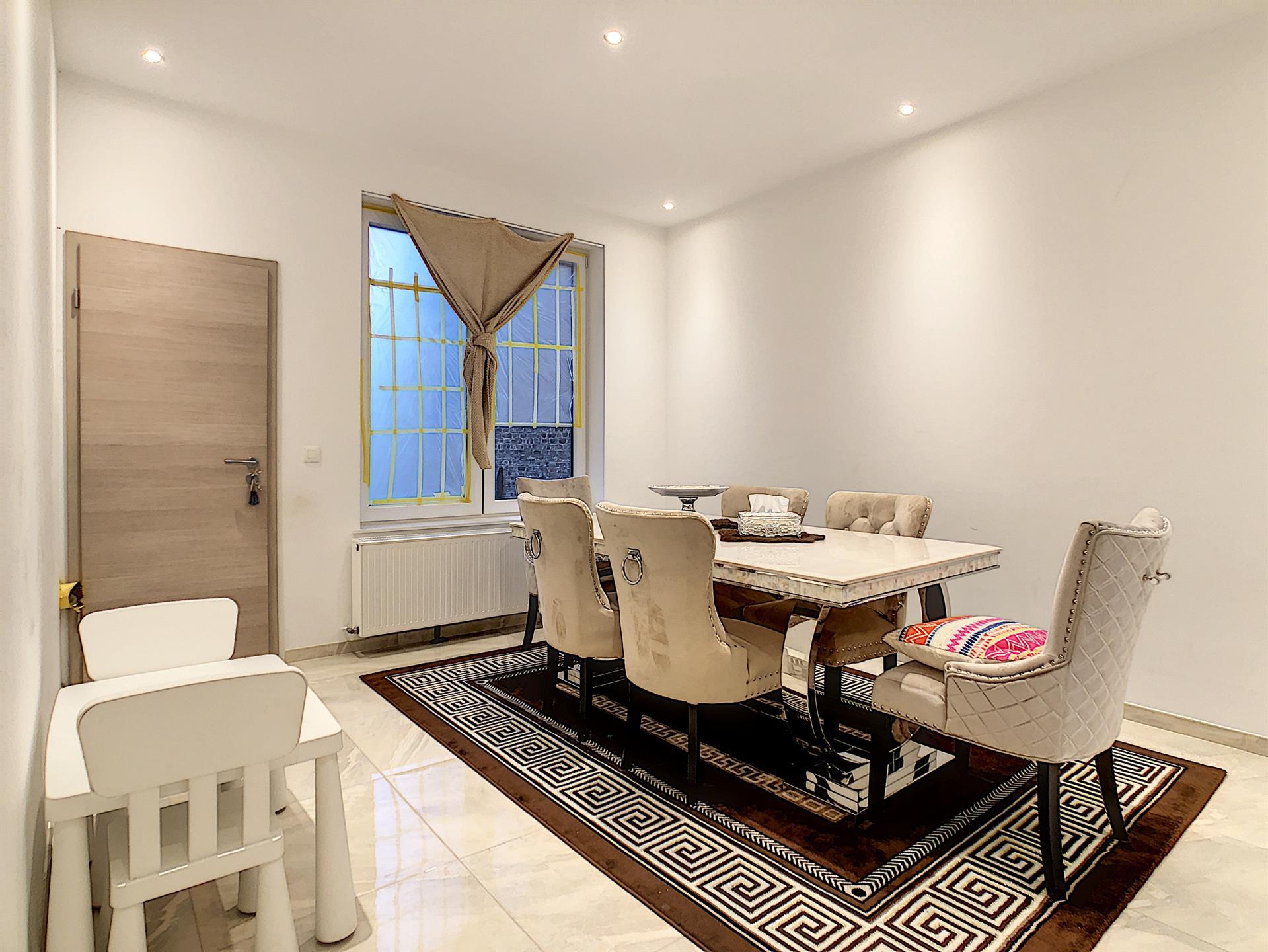 Maison unifamiliale - Charleroi - #4224428-1