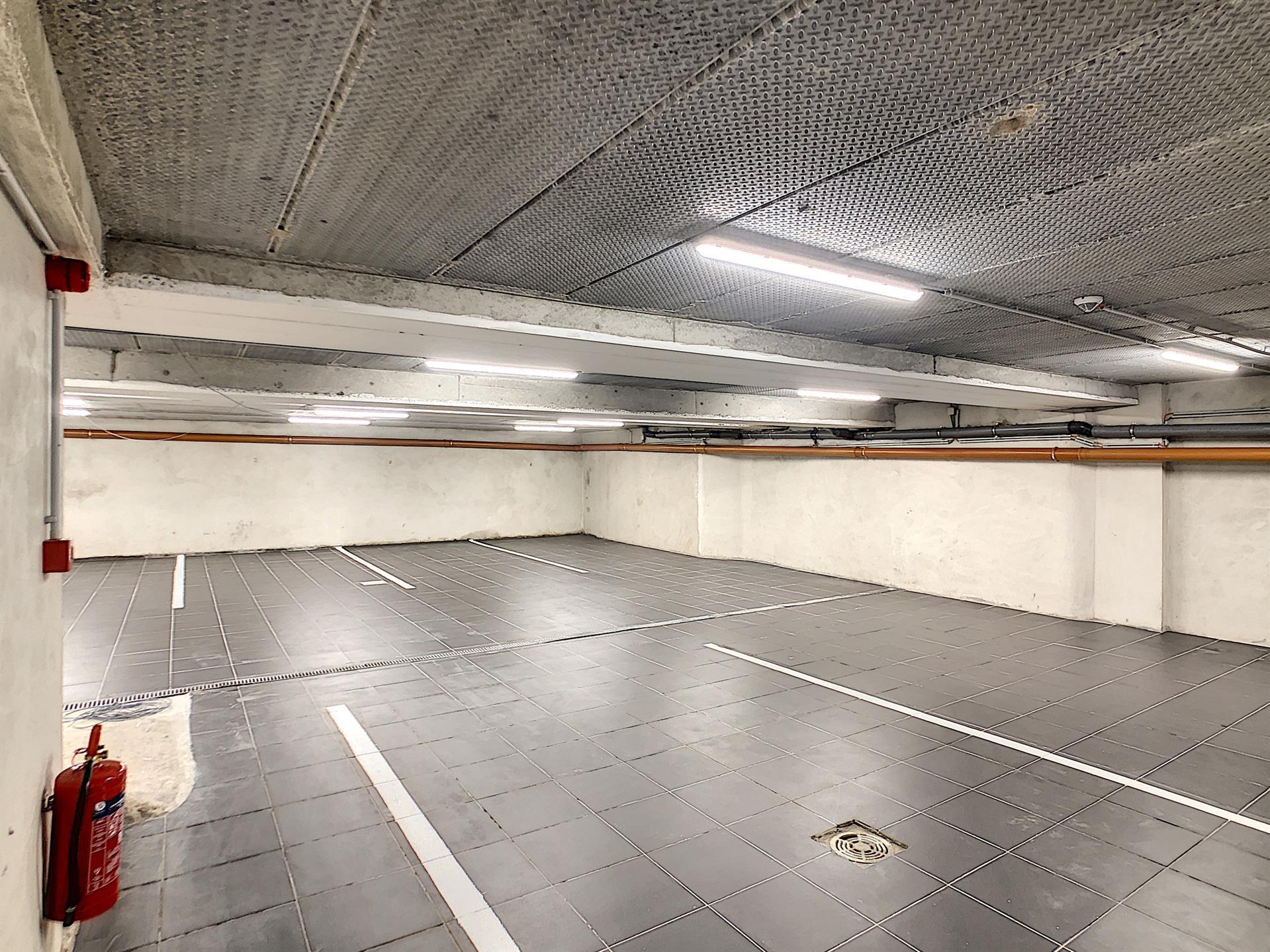 Parking intérieur - Anderlecht - #4252378-1