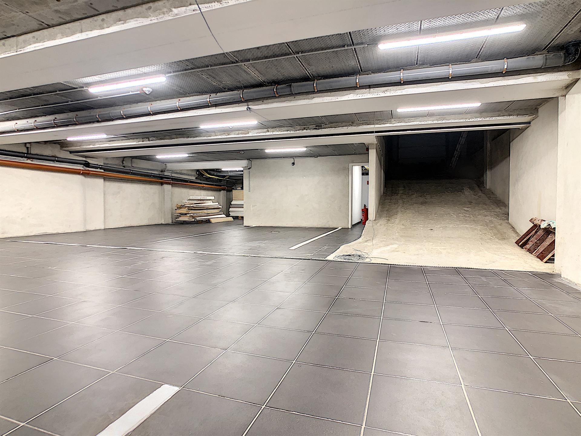 Parking intérieur - Anderlecht - #4252379-1