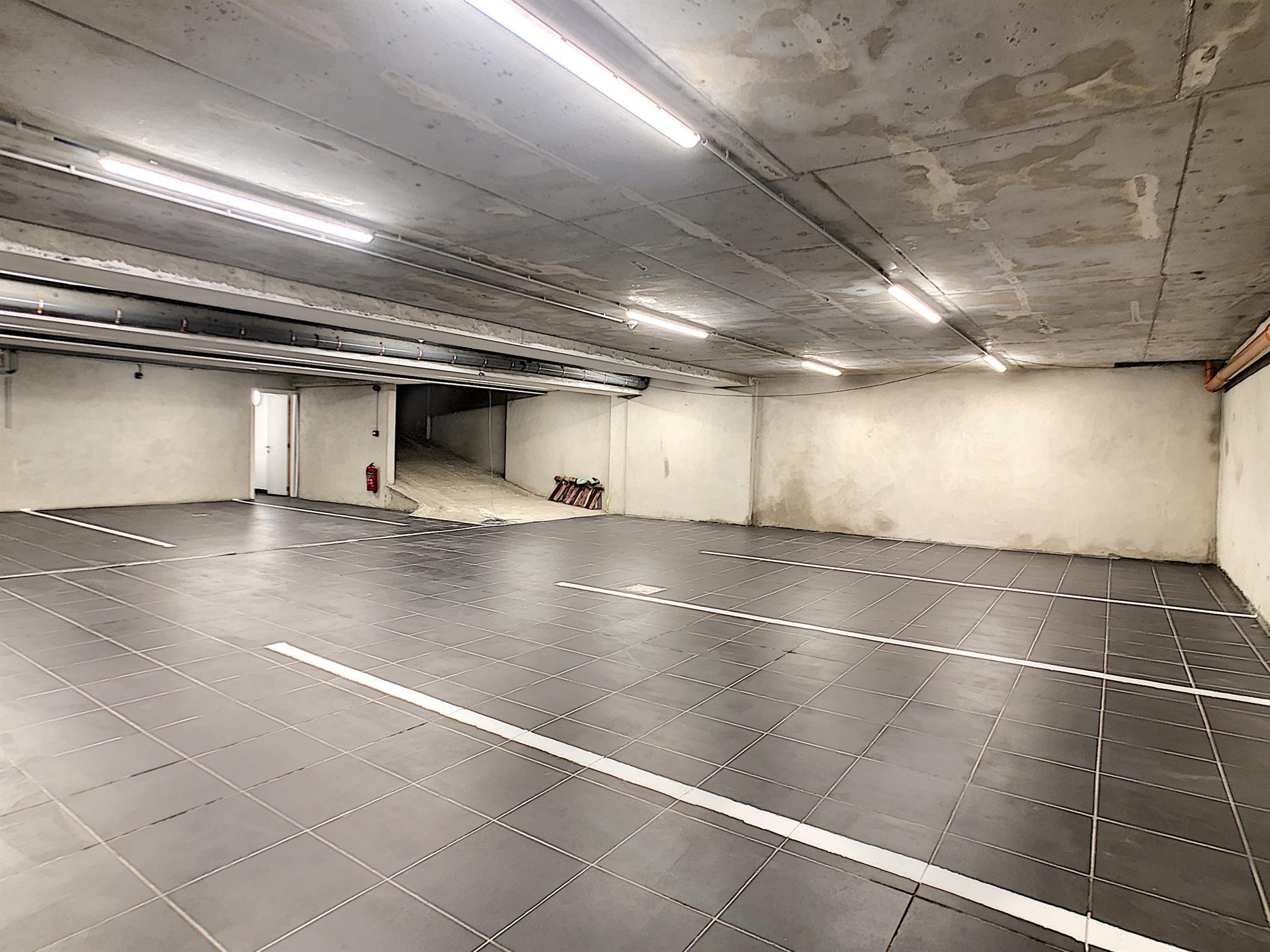 Parking intérieur - Anderlecht - #4252379-2