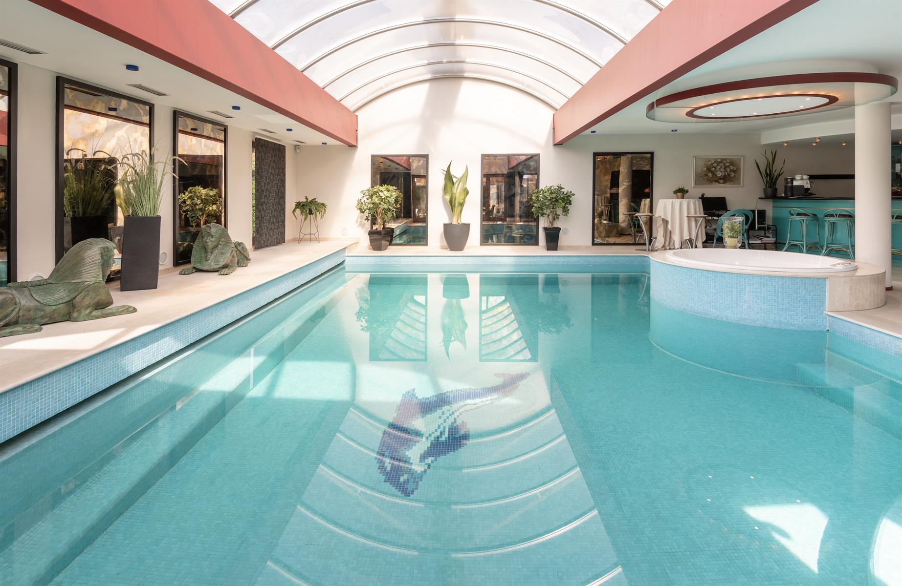 Unieke villa in Zelzate met binnenzwembad