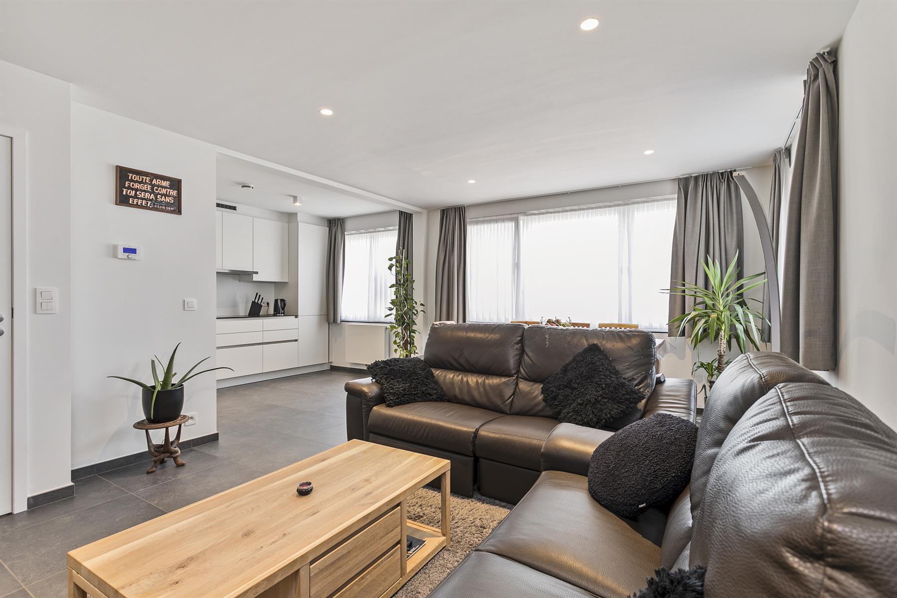 Gerenoveerd 2 slaapkamer appartement met terras