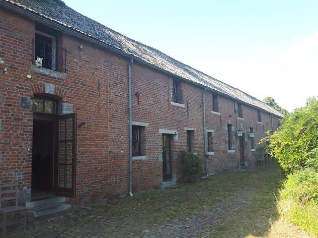 Superbe fermette comprenant plusieurs logements idéal pour habitation privée avec prof libérale