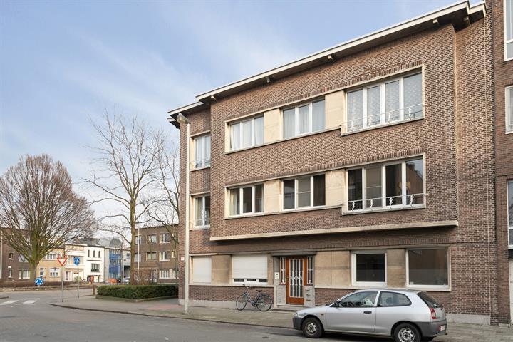 Instapklaar één-slaapkamer appartement met terras.