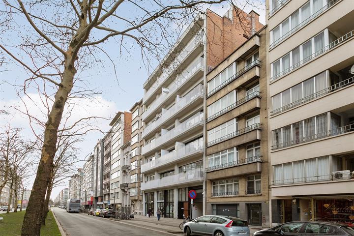 Modern appartement met 2 slaapkamers en terras.