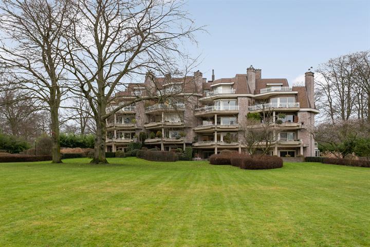 Luxe appartement van ca. 162m², 2 slaapkamers, 2 terrassen en garageplaats.