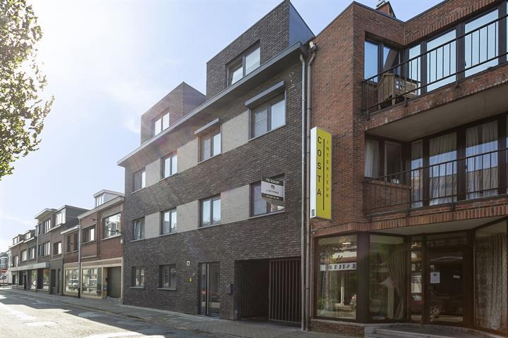 Twee-slaapkamer appartement met terras in centrum Schoten.