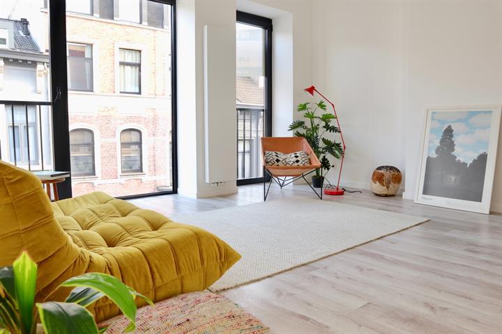 Gerenoveerd één-slaapkamer appartement met terras!