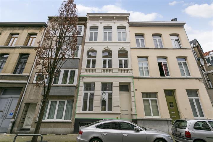 Eén-slaapkamer appartement met terras.