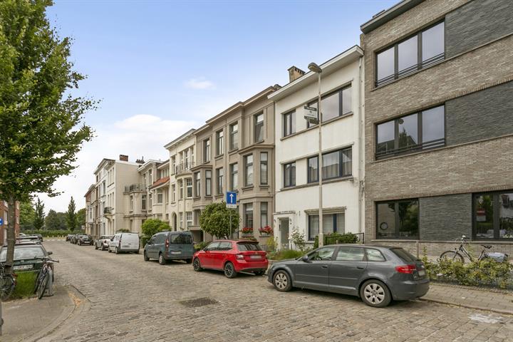 Appartement met veel lichtinval te Pulhof.