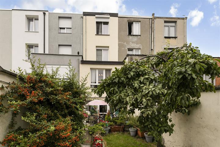 Deels te renoveren woning met 4 slaapkamers en tuin!