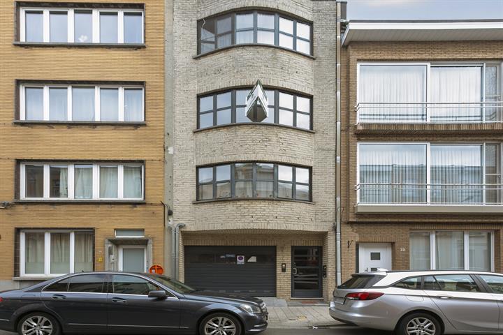 Gerenoveerd appartement met twee slaapkamers in rustige woonwijk.