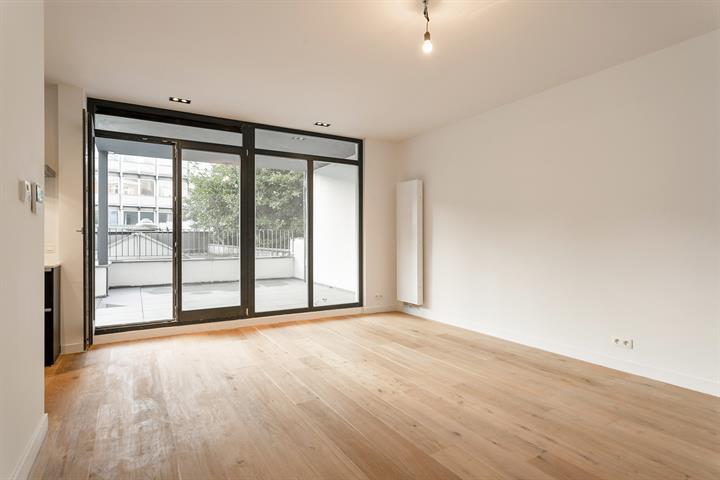 Gerenoveerd één-slaapkamer appartement met terras.