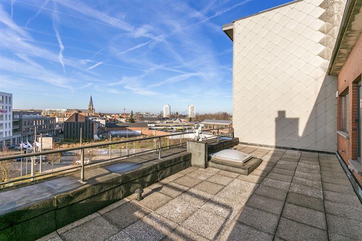 Penthouse met twee slaapkamers en groot terras!
