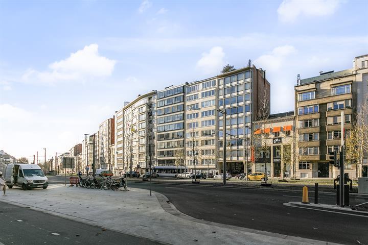 Te renoveren 2-slaapkamer appartement met terras in centrum Antwerpen!