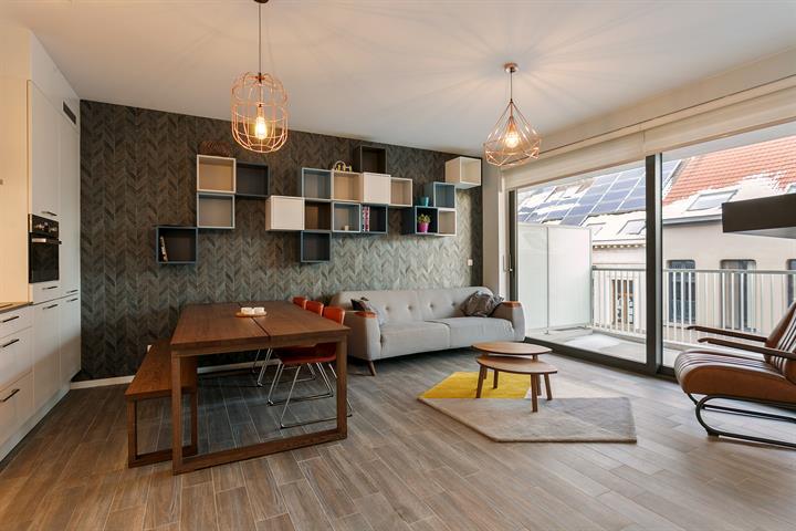 Gemeubeld nieuwbouwappartement gelegen in rustige residentiële wijk.