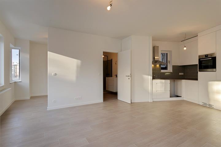Pas gerenoveerd appartement met veel lichtinval en open slaapkamer!