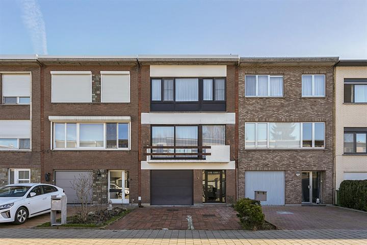 Bel-etage in rustige en groene woonwijk te Ekeren.