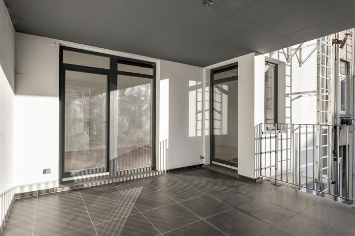Gerenoveerd twee-slaapkamer appartement van 103m² met terras!