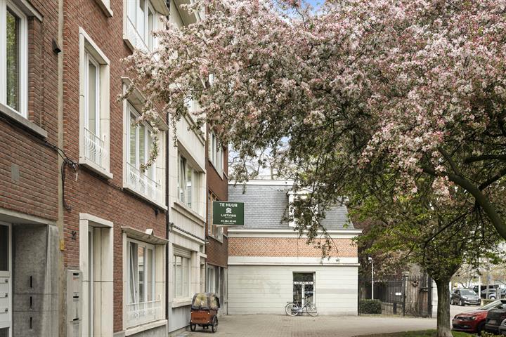 Twee slaapkamer appartement met terras op toplocatie.
