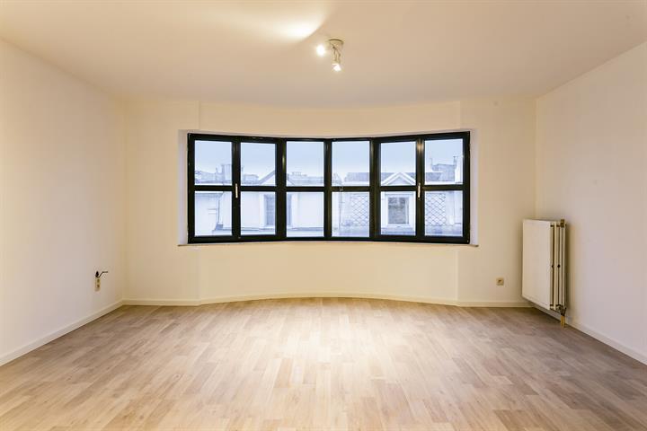 Rustig gelegen twee-slaapkamer appartement.