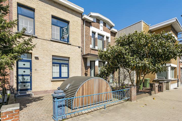 Gerenoveerde starterswoning met tuin op wandelafstand van Rivierenhof.