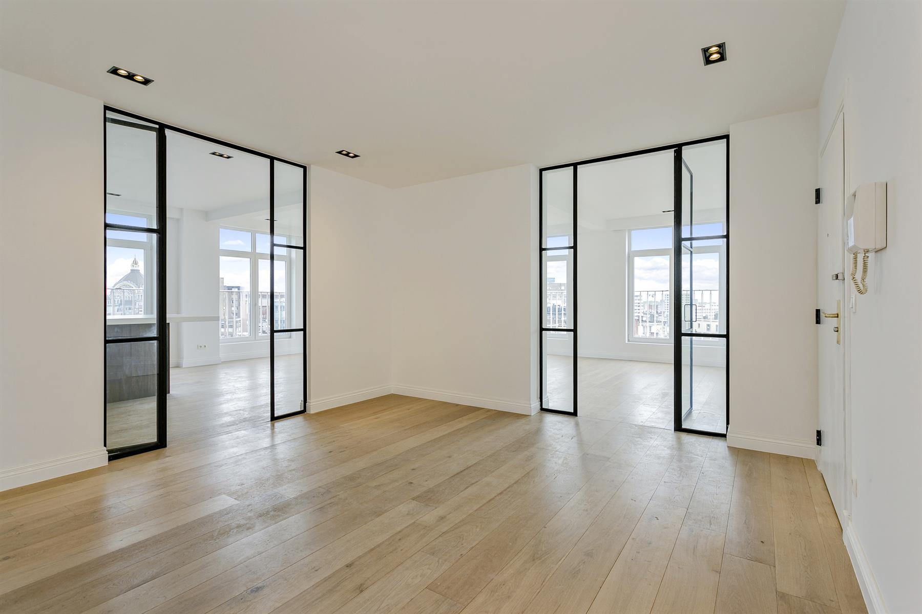 Hoogwaardig gerenoveerd appartement met prachtig uitzicht.