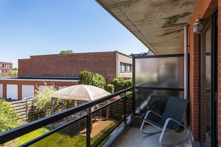 Instapklaar appartement met 2-slaapkamers en een terras.
