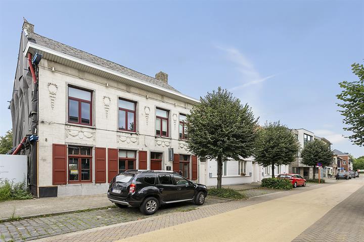 Authentieke handelswoning met ruime tuin in centrum Melsele.