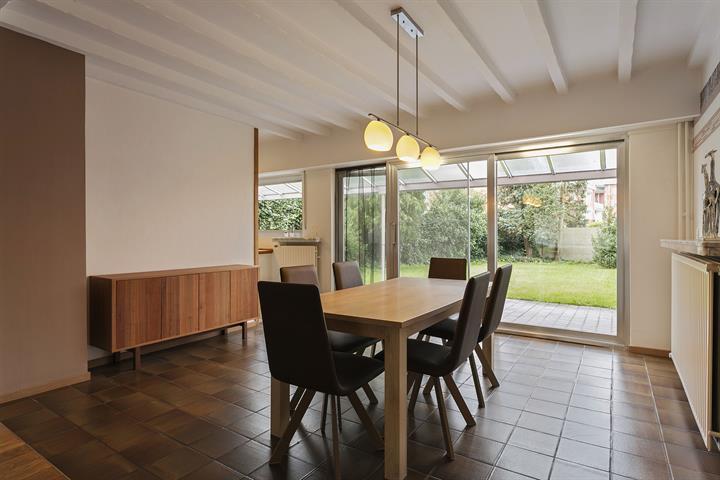 Prachtig duplex appartement met ruime tuin en garagebox nabij Rivierenhof.
