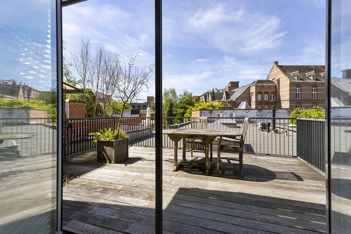 Recent appartement met 2 slaapkamers en ruim zuidwest terras in centrum Lier.