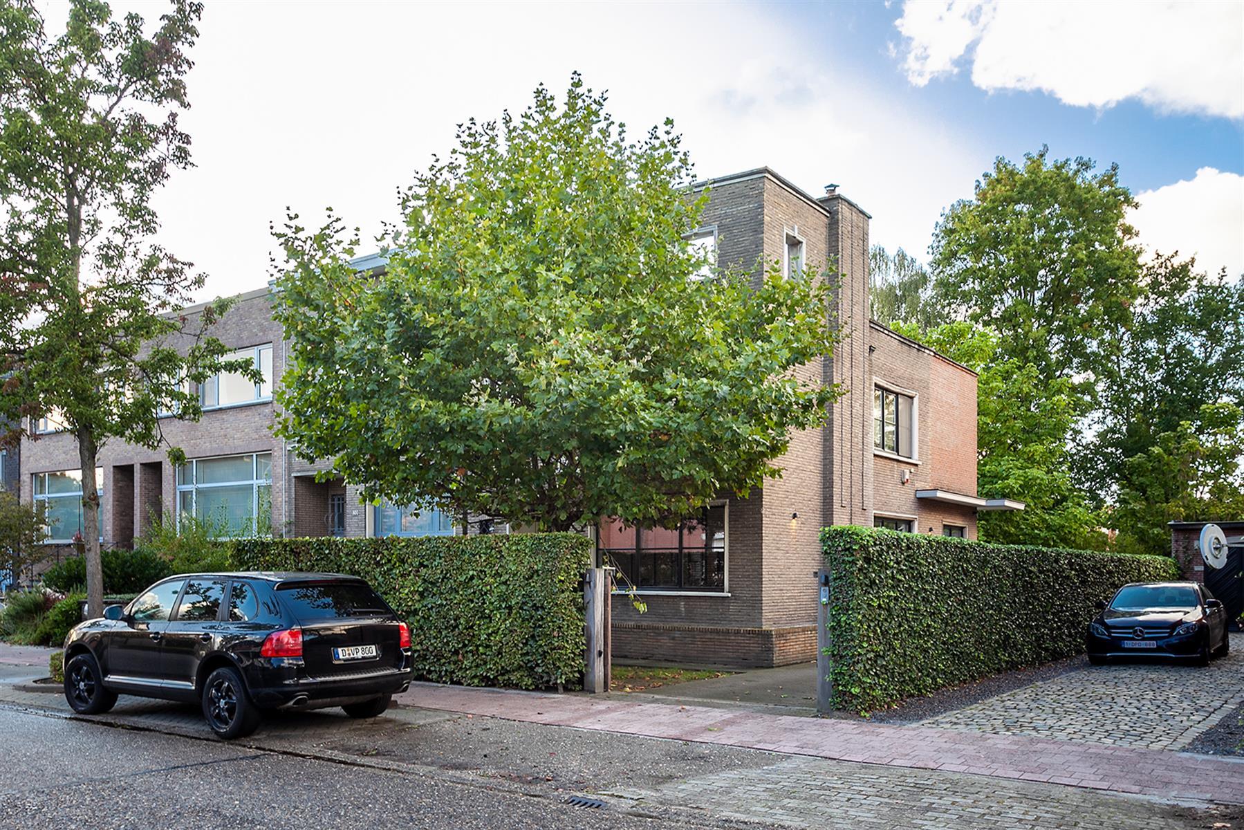 Prachtige charme woning gelegen op een absolute toplocatie in Brasschaat, voor het dorp en vlakbij Vriesdonk.