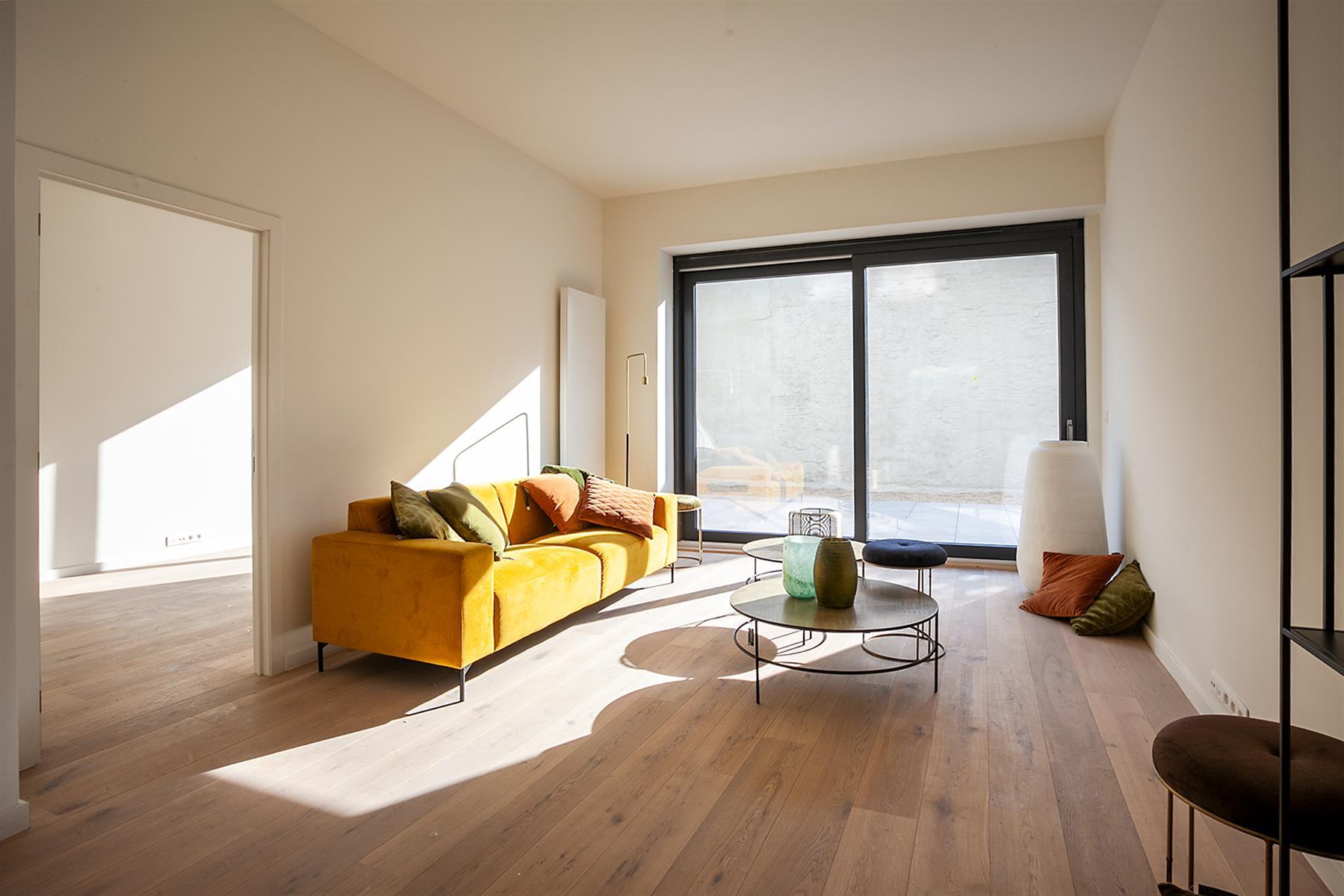 2 slaapkamer appartement met tuin ca 50m2.