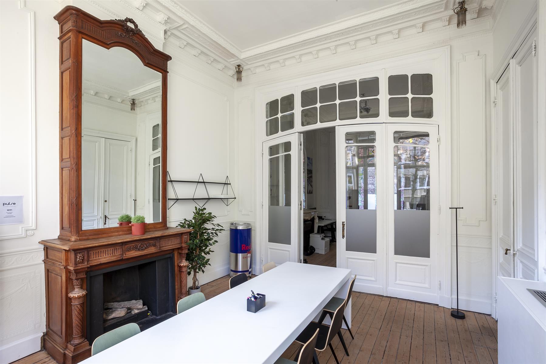 Karakteristieke kantoorruimte van ca 100 m in een authentieke herenwoning in de Leopold de Waelstraat.