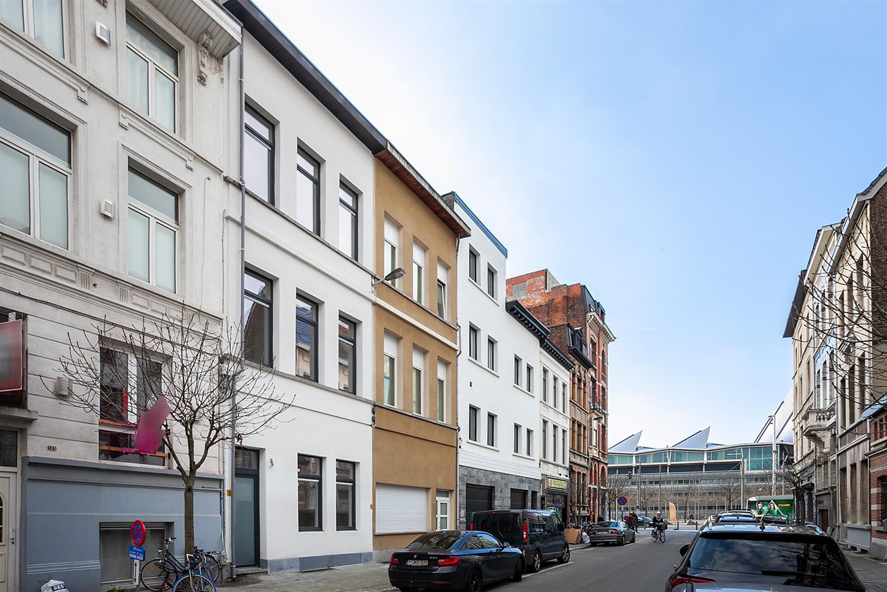 Gelijkvloers appartement met mooie buitenruimte in renovatieproject.