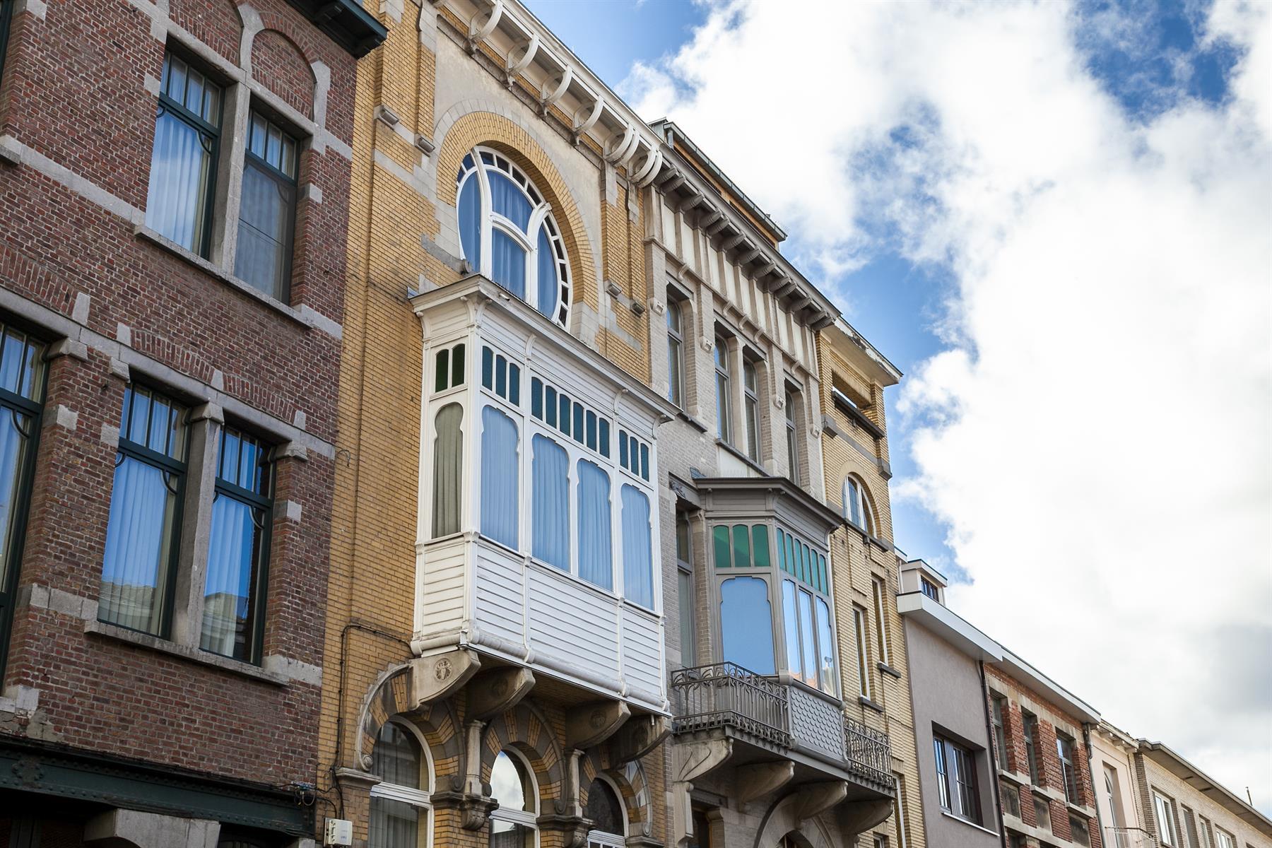 Monumentale bouwmeesterwoning in art-nouveaustijl van 1901 naar een ontwerp van Theodoor Vermeulen.