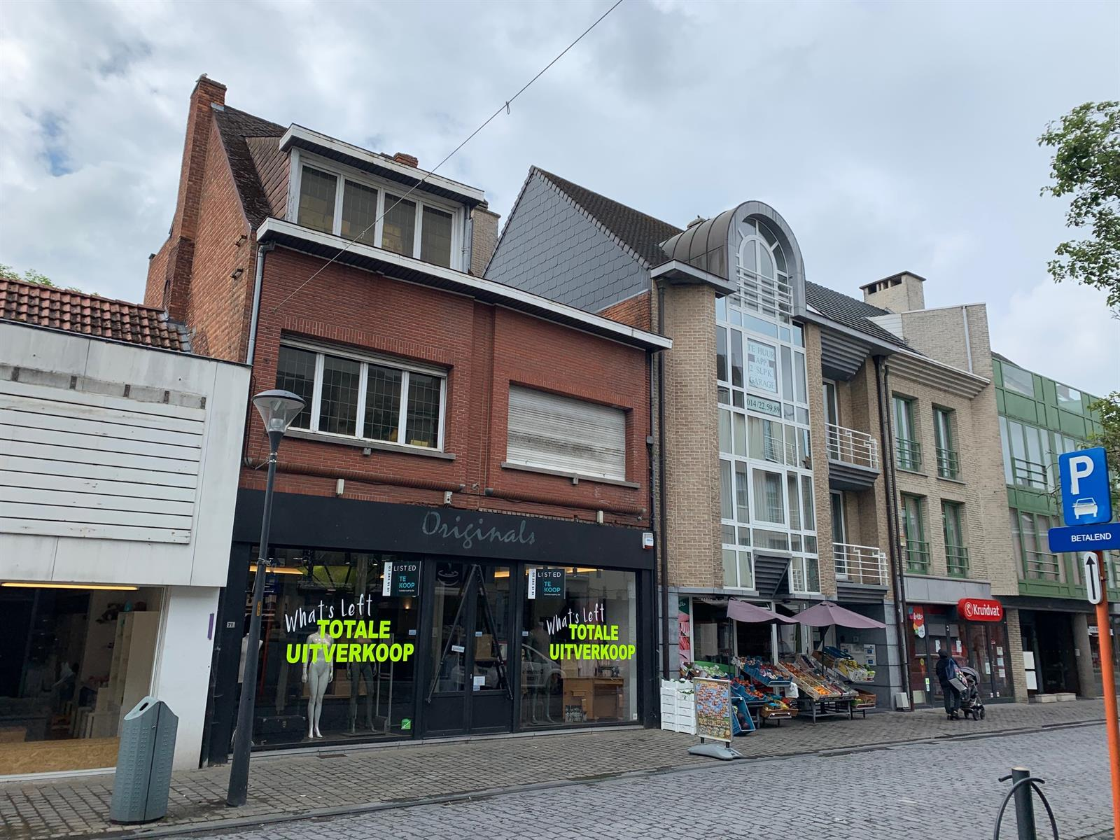 Handelspand gelegen in de bekende Zandstraat te Herentals.